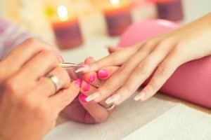 Tutto quello che devi sapere sulla ricostruzione delle unghie
