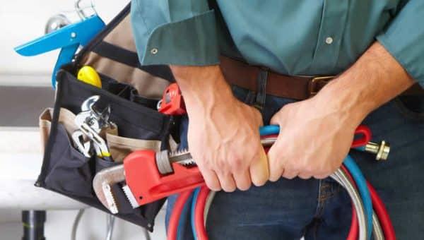 Ristagni e danni all'abitazione: ecco perché dovremmo chiamare l'idraulico