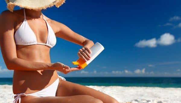 Abbronzatura: quali sono i rischi e come proteggersi con creme e gel