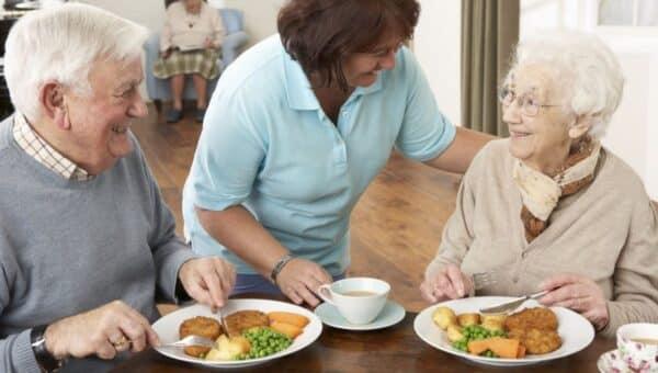 Consigli per mangiare sano quando si è anziani