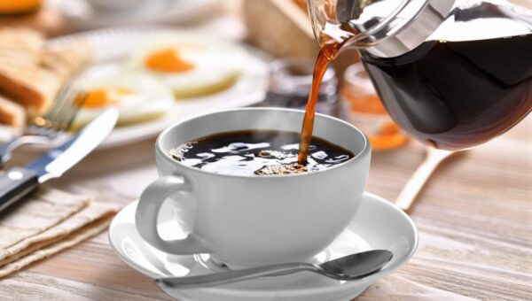 L'importanza della prima colazione: iniziare il giorno con una buona dose di energia, i consigli sui migliori alimenti e superfood ideali a colazione